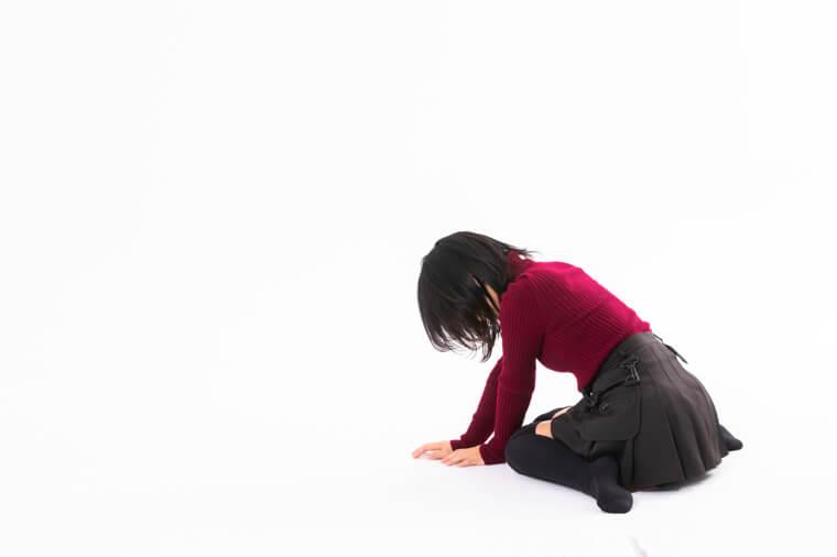 落胆する女性の写真